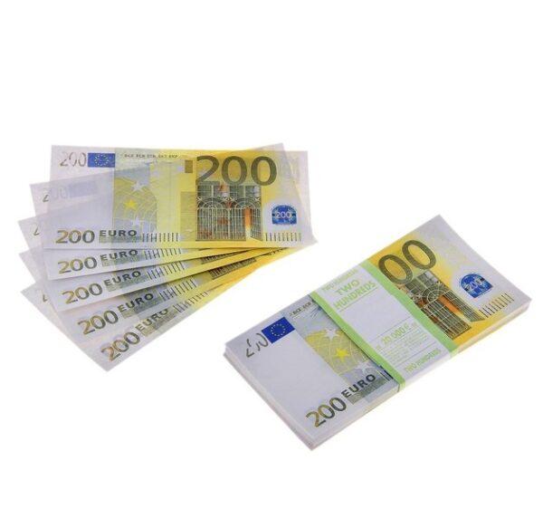 """Пачка купюр """"200 евро"""""""
